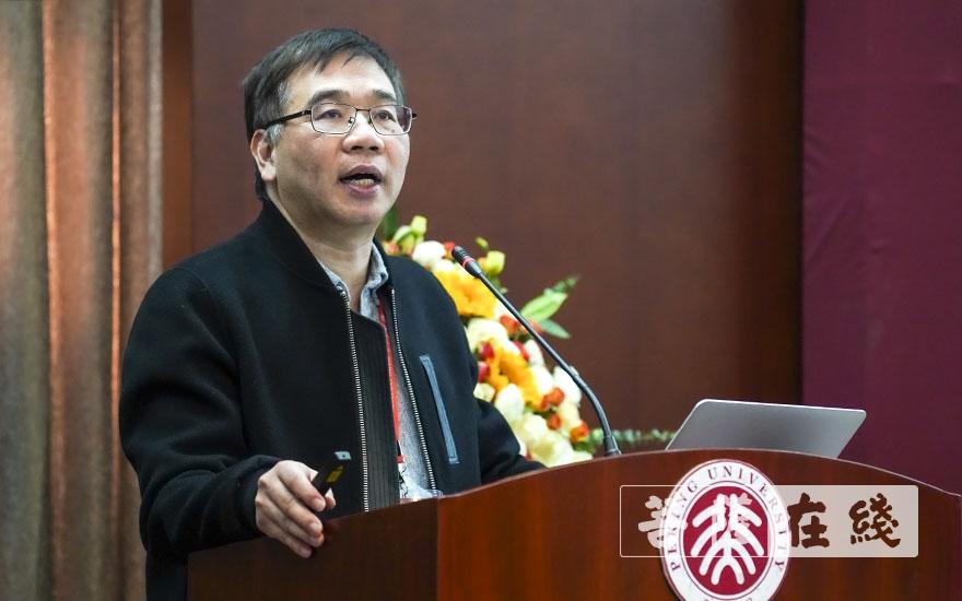 陈金华教授作主题发言(图片来源:菩萨在线 摄影:张妙)