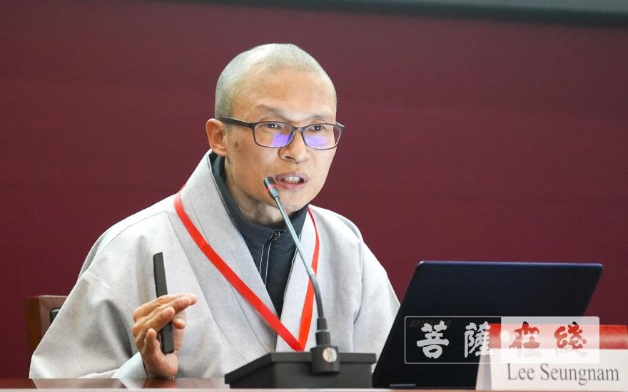 光道法师(Lee Seungnam)作主题发言(图片来源:菩萨在线 摄影:张妙)