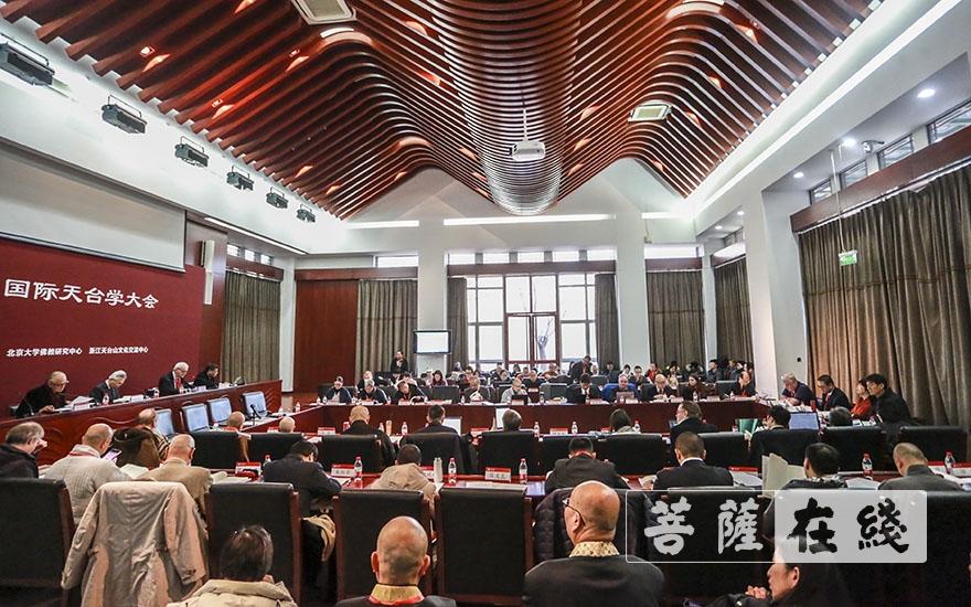 近五十位学者出席会议(图片来源:菩萨在线 摄影:张妙)