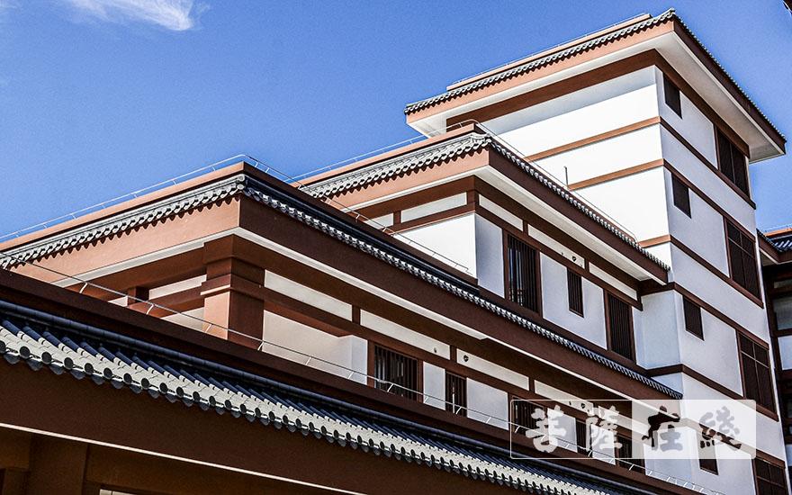 整体建筑为仿唐风格(图片来源:菩萨在线 摄影:贺雪垠)