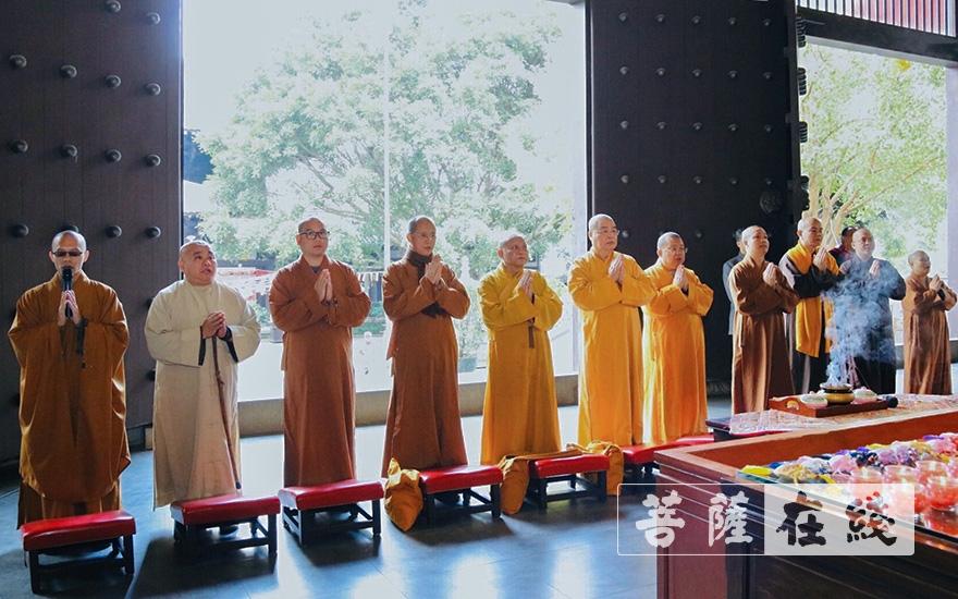 越南中央佛教教会清绕长老一行参访桂林栖霞寺