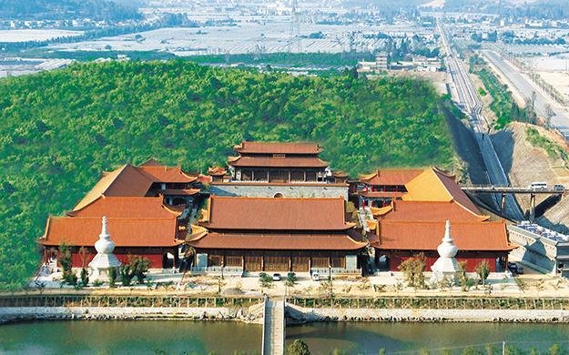 晋宁七珍山下的圣城——昆明宝泉寺