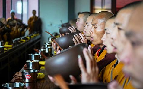 少林寺设千僧斋 永信大和尚主法