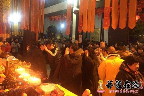 菩萨快报:除夕辞旧岁 上海性觉寺普佛迎新春